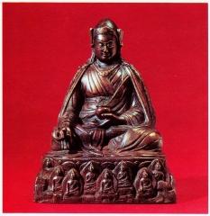Padmasambhava sous sa forme symbolique de Lama-medecin. Sur le socle, les huit Bouddhas de la medecine.jpg